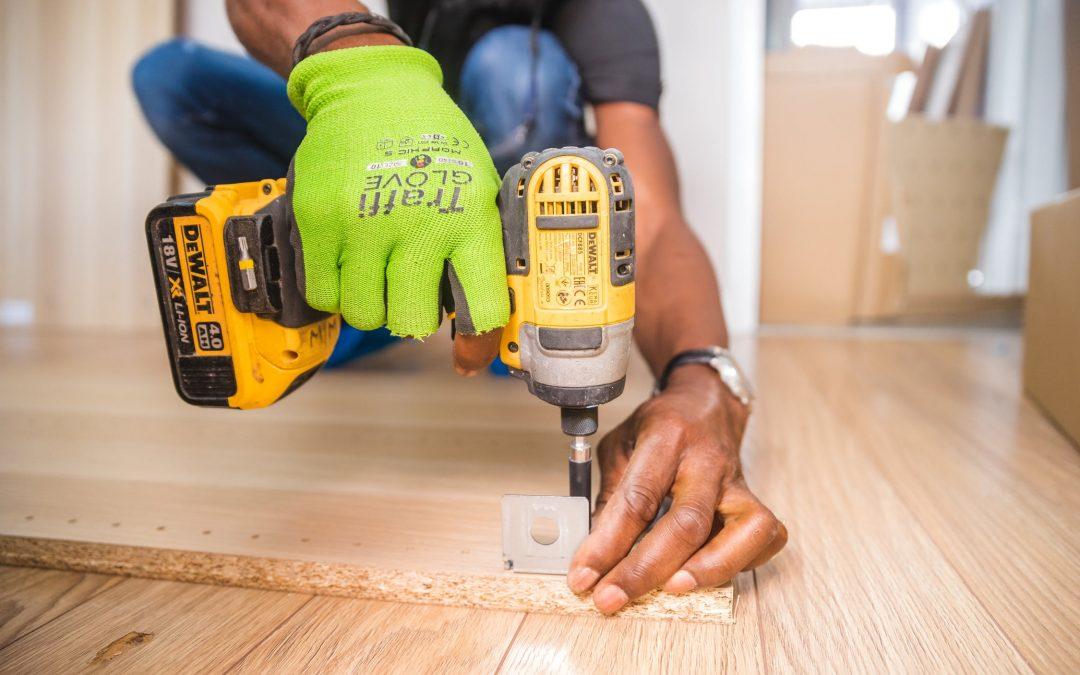 Quickguide til forebyggelse af arbejdsulykker og -skader til tømrere